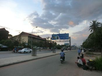 カンボジアの車事情その2.jpg